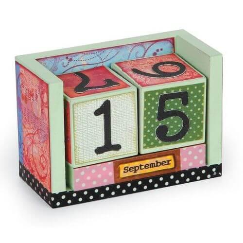 Calendario con cubi di legno