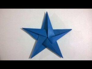 Decorare casa con stelle di carta a cinque punte.