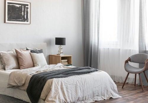 Tessuti neutri per la camera da letto