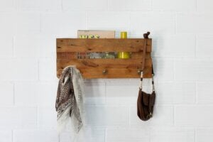 Attaccapanni portaoggetti di legno