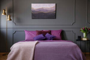 Camera da letto di colore viola