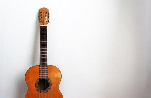 decorare con strumenti musicali chitarra classica spagnola