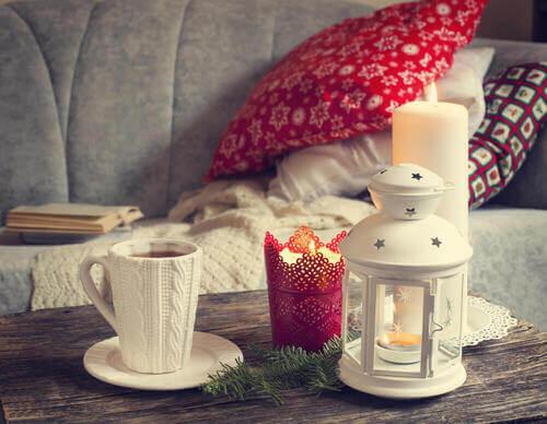Preparare la casa per il dopo sbornia natalizio: divano e plaid