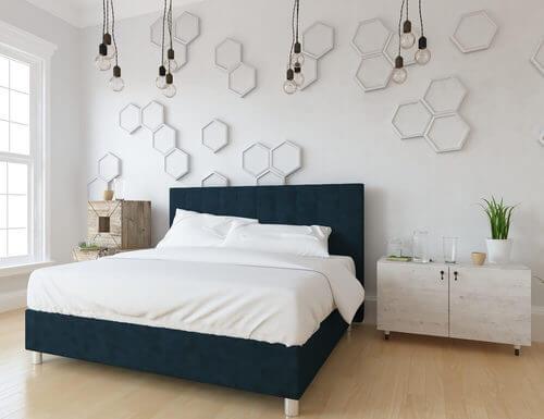 Illuminazione calda in camera da letto
