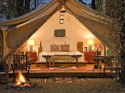 Una tenda beduina nel giardino: originale e rilassante