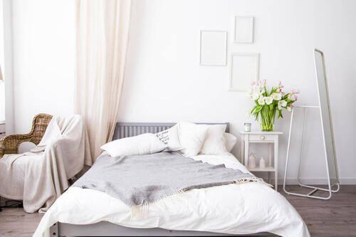 Materiali naturali per decorare una camera da letto