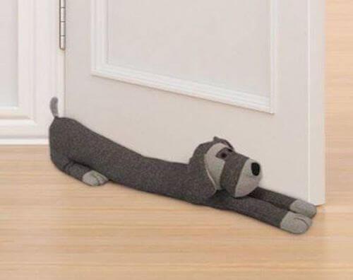 paraspiffero a forma di cane di colore grigio