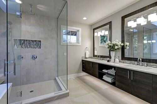 Pareti per la doccia moderne per un bagno funzionale