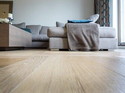pavimenti in legno chiaro soggiorno