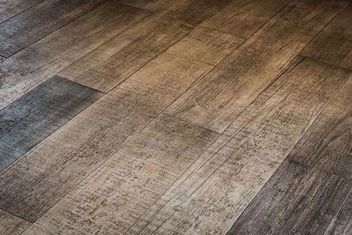 legno scuro graffiato
