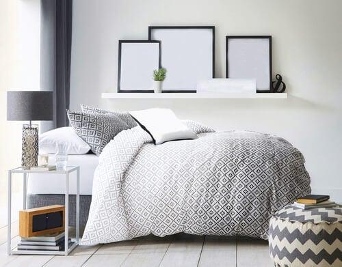 Cornici camera da letto