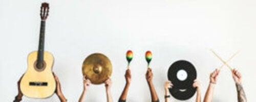 Decorare con strumenti musicali dal mondo