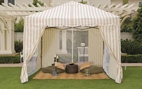 Tenda beduina in giardino