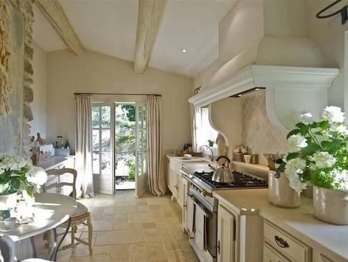 decorazione cucina bianca in stile provenzale
