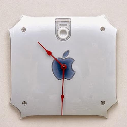 orologio creato con parte posteriore monitor apple