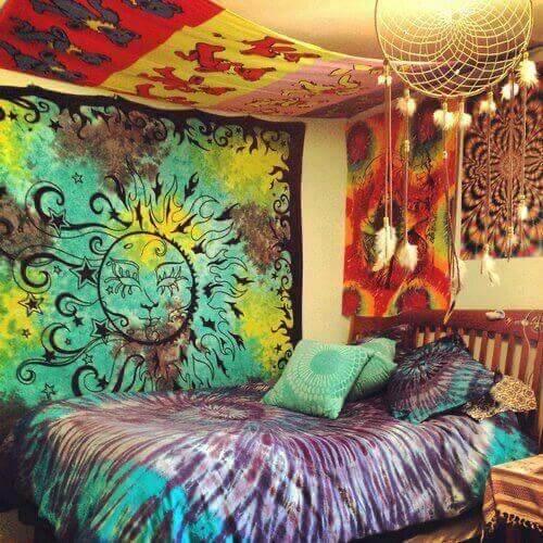 Decorazione psichedelica per una casa piena di colori