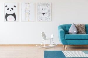 Camera da letto con divano e cavalluccio