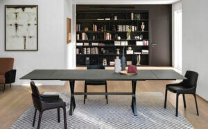 Tavolo allungabile nero con sedie nere