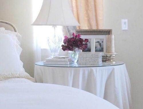 comodino bianco camera da letto