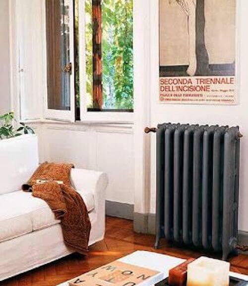 termosifone grigio in salotto bianco