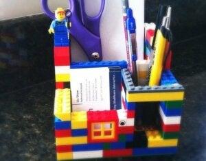 Portapenne da scrivania fatto interamente con lego