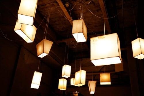 Lampadari a forma di cubo DIY