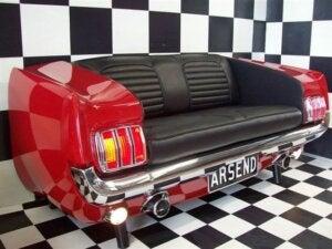 Divano pop a forma di sedile della macchina
