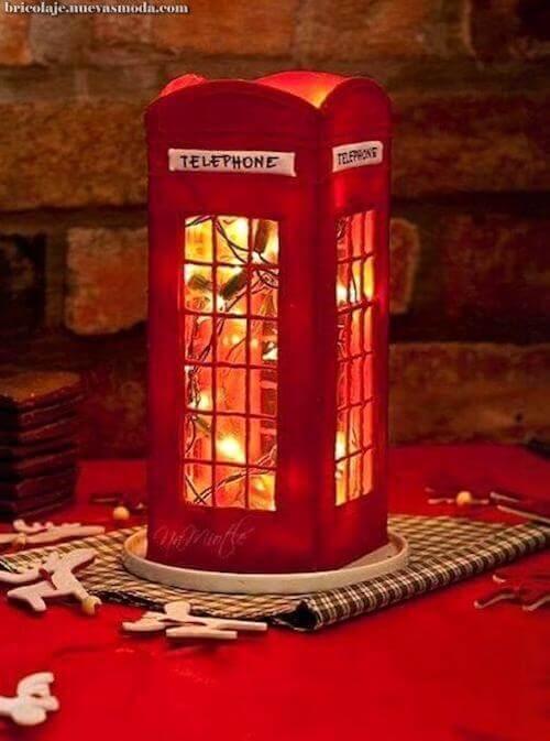 lampada a forma di cabina telefonica inglese