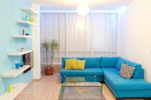 Cambiare disposizione mobili per creare stile decorativo personale
