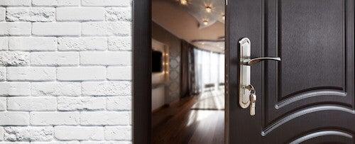porta entrata casa in legno