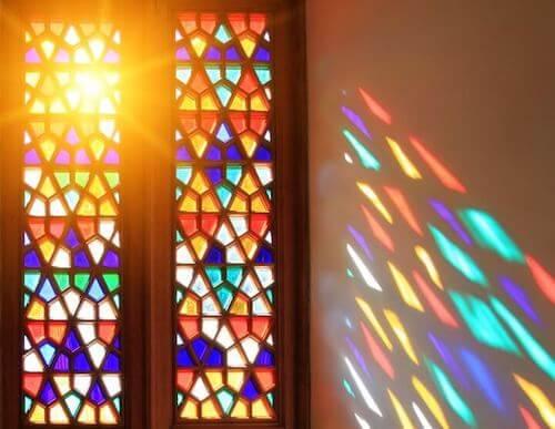 I vetri colorati per dare nuova vita ai vostri mobili