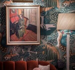 Dettaglio di un quadro in una stanza di stile bloomsbury.