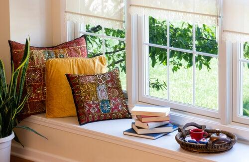 Angolo lettura sulla finestra