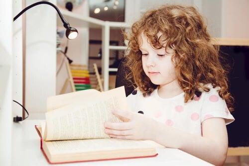 Angolo studio per bambini