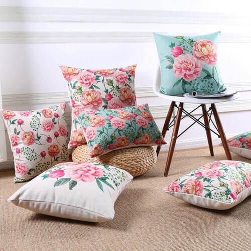 Cuscini floreali per una decorazione primaverile