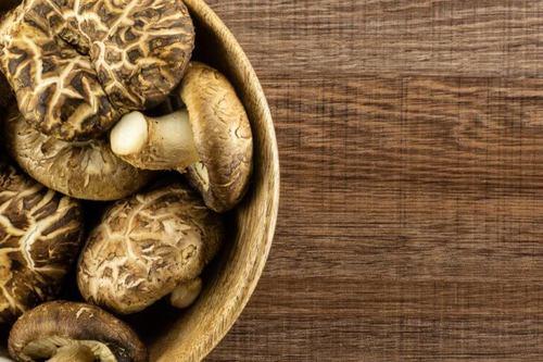 Idee originali per decorare con i funghi secchi
