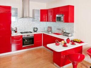 Cucina interamente rossa