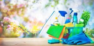 Prodotti per la pulizia per mantenere la casa in ordine