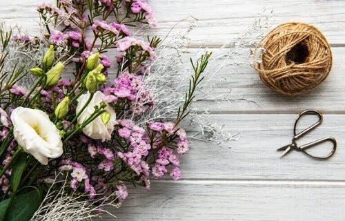 Composizioni floreali per un tavolo informale
