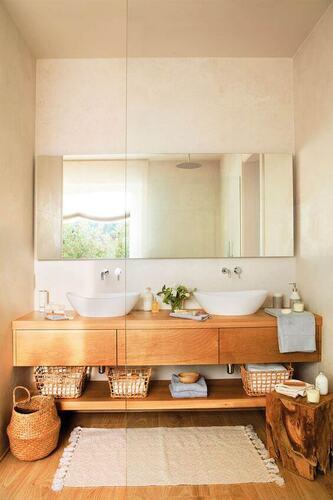 Mobili per il bagno con grande specchio e doppio lavandino