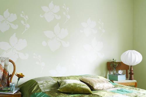 Camera da letto parete trapunta cuscini