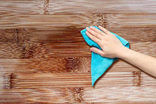 pulizia superfici in legno