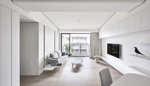 Soggiorno bianco in stile minimalista