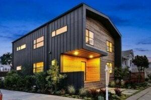 Facciata di casa moderna in legno e metallo