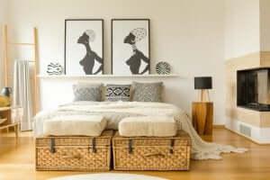Camera da letto con cassapanca in vimini a doppio uso