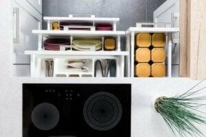 Ordinare i cassetti della cucina con il metodo Marie Kondo