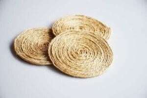 Sottobicchieri personalizzati fatti con fil di corda
