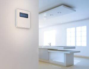 Termostato per regolare riscaldamento e aria condizionata nella casa perfetta