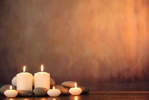 Candele per la meditazione.