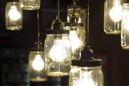 Mason Jar con lampadine.